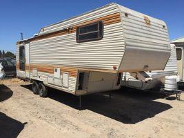 1984 Alfa leisure enclosed 5th wheel trailer